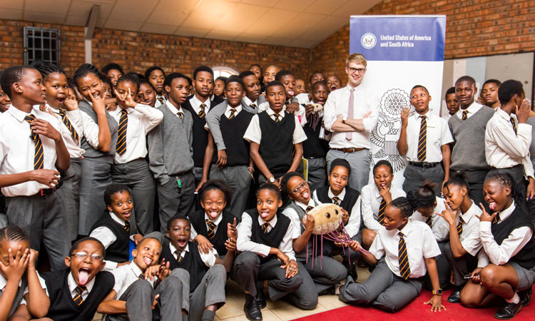 The United States Embassy in conjunction with Leap Science and Maths School in Ga-Rankuwa Zone 5 held a Science Lesson session, encouraging learners to be part of this amazing field of study